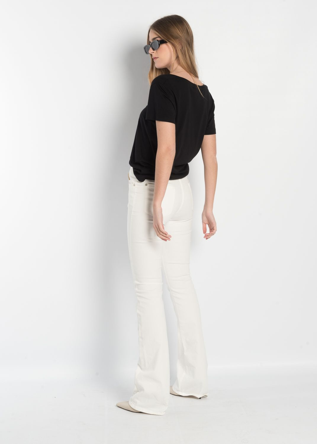 FLARED WHITE JEANS